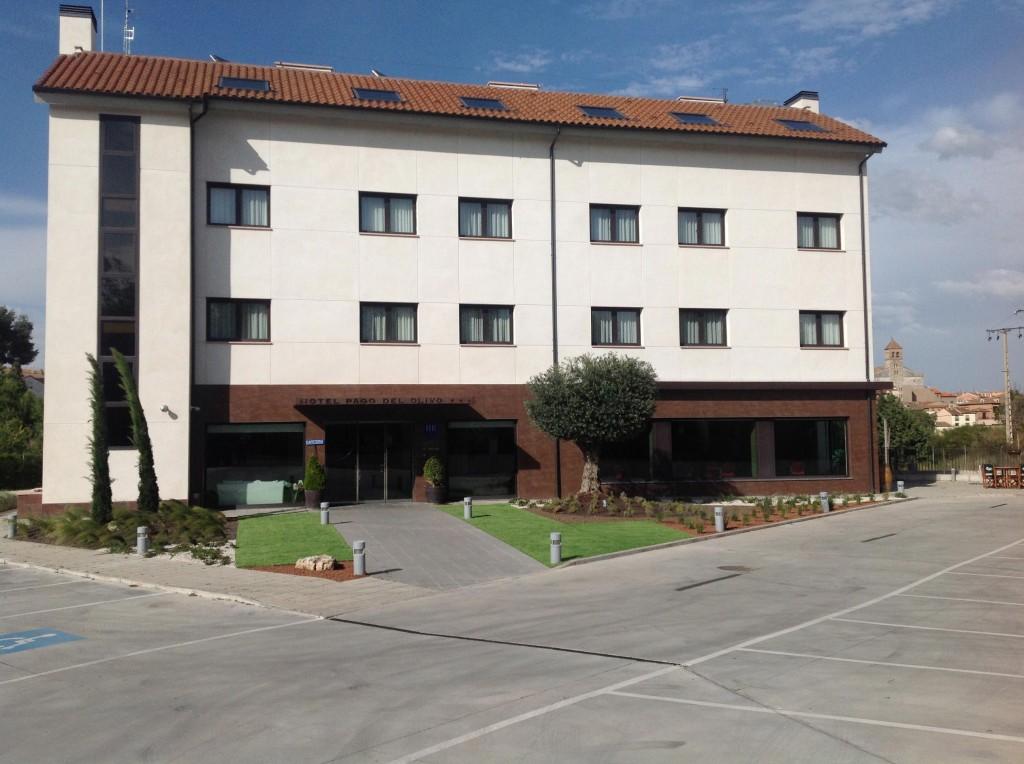 fachada hotel pago del olivo